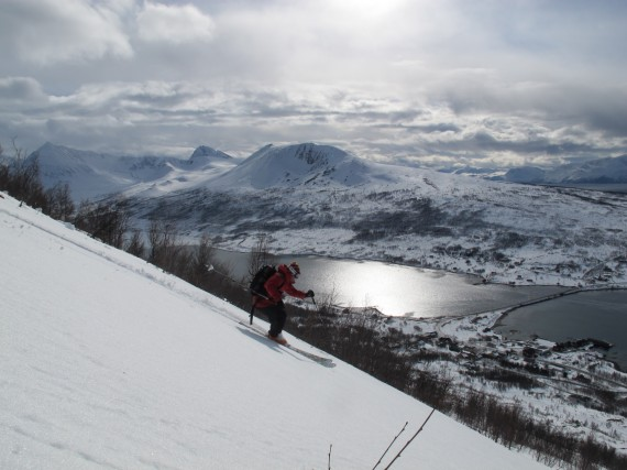 Great skiing back to the Ascent Descent Ski Lodge last week. On the opposite side of the fjord at the bridge we have one of the best locations for the skiing in Lyngen! Still a few free dates in the last two weeks of May this year. Photo: Jimmy Halvardsson