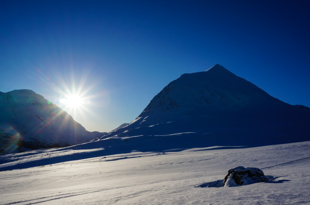 Cold and clear morning in the Lyngen alps. Photo: Jimmy Halvardsson